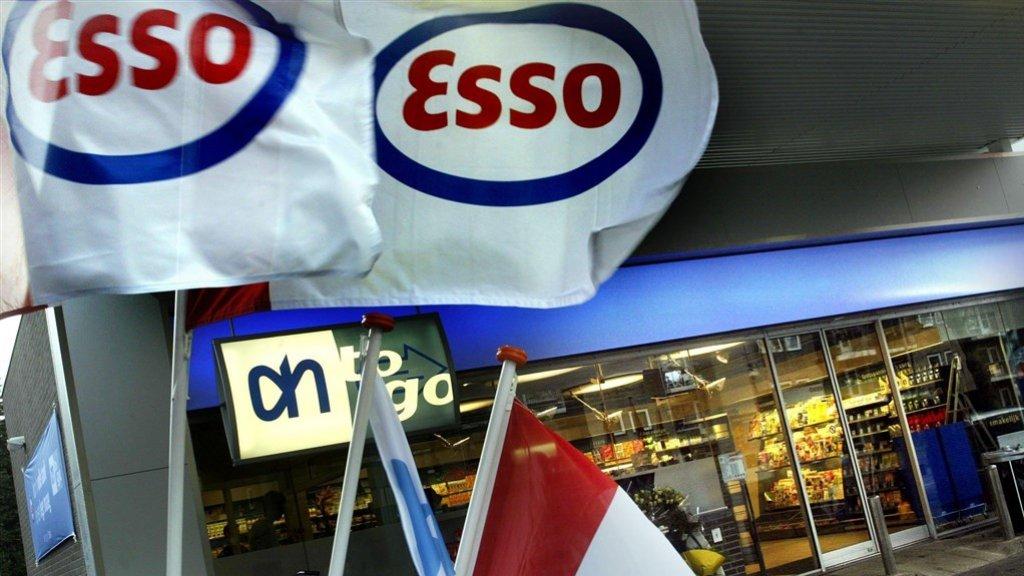 Een AH to go bij een Esso-tankstation in Bussum in 2002.