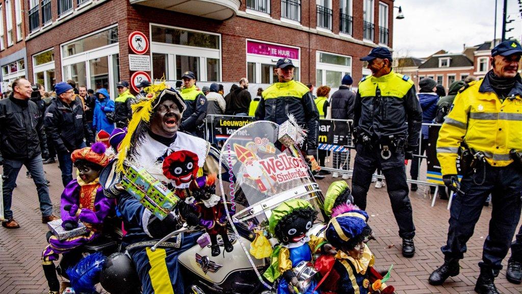 Sinterklaas Weer In Het Land Hier En Daar Demonstraties Rtl Nieuws