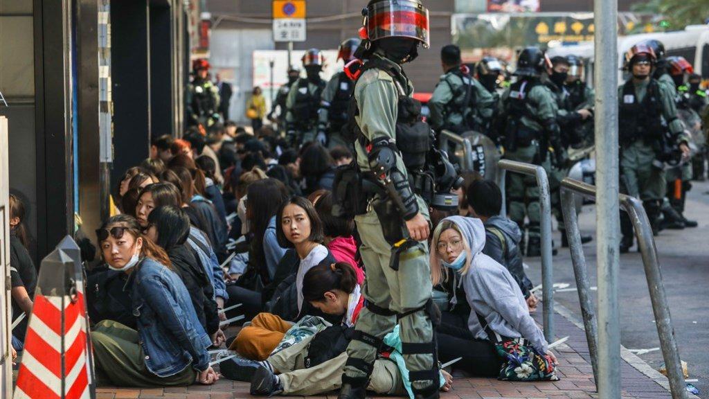 Studenten buiten de campus worden gearresteerd