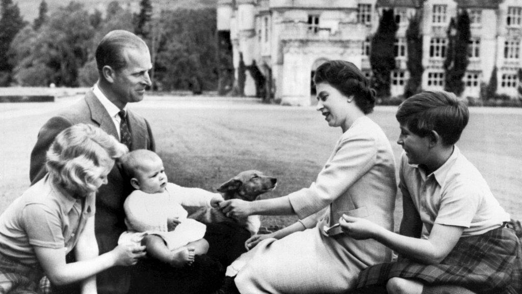 Koninklijke familie met baby prins Andrew