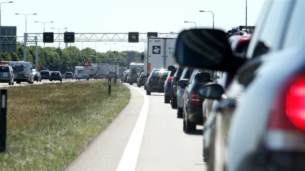 Een investering van 100 miljoen moet de fileproblemen op de A50 tussen Nijmegen en Eindhoven oplossen.
