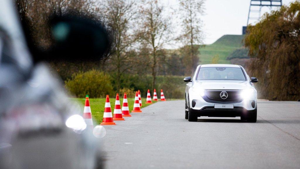 De elektrische Mercedes EQC op Bright Day