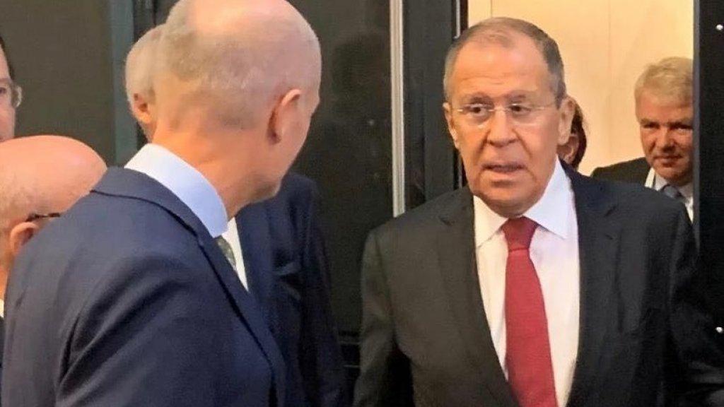 Minister Blok heeft minister Lavrov persoonlijk over het verzoek van het OM aangesproken half november in Parijs. (Foto: MinBZ)