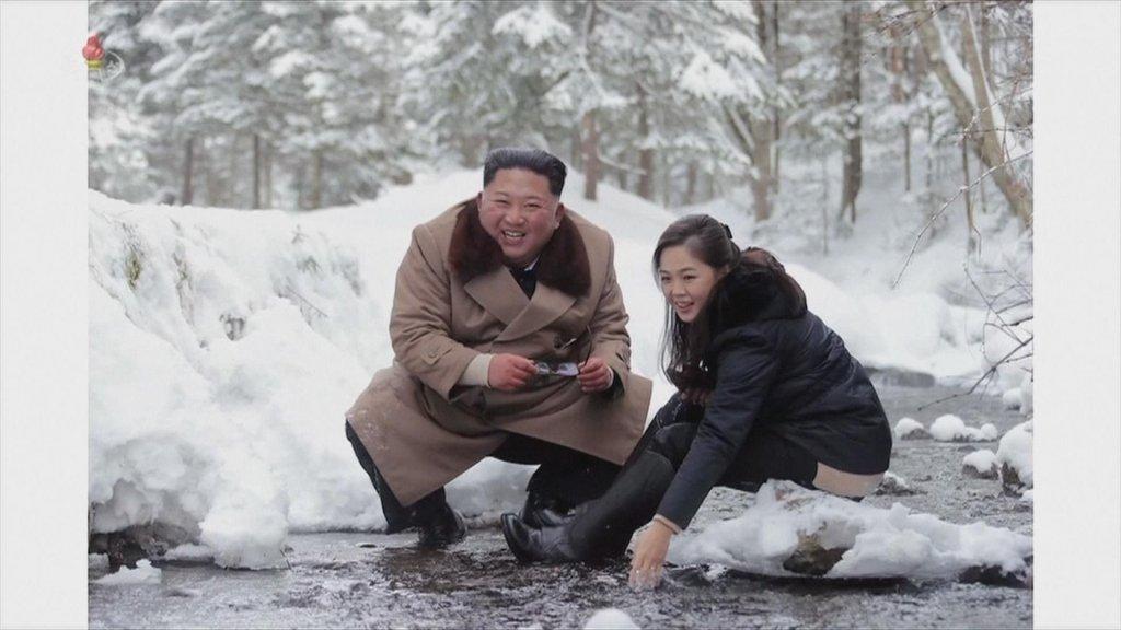 Kim Jong-un en zijn vrouw tijdens de fotoshoot