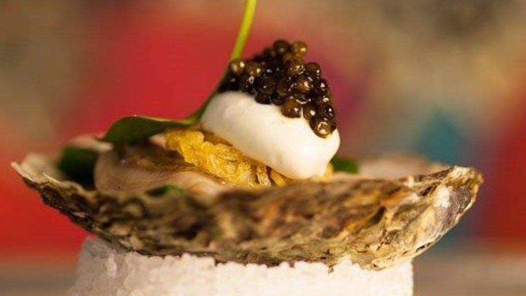 Gerecht met oester en kaviaar.