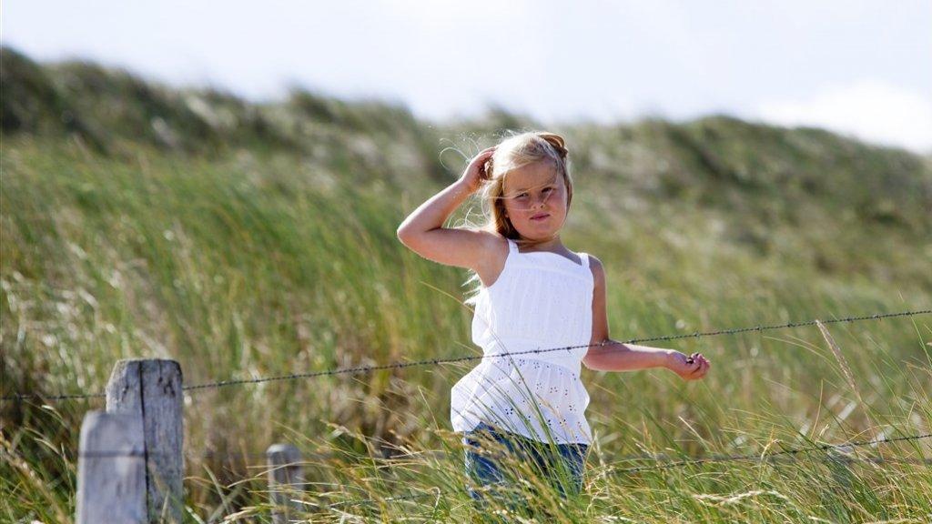 De vijfjarige Amalia in natuurgebied Meijendel in Wassenaar.
