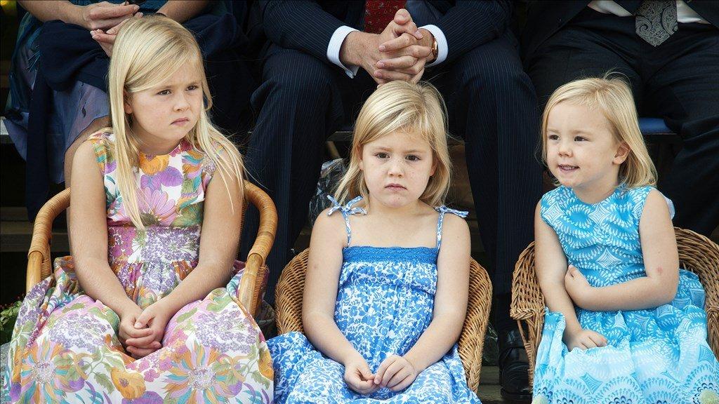 De zesjarige Amalia met haar zusjes bij het Fruitcorso in Tiel.
