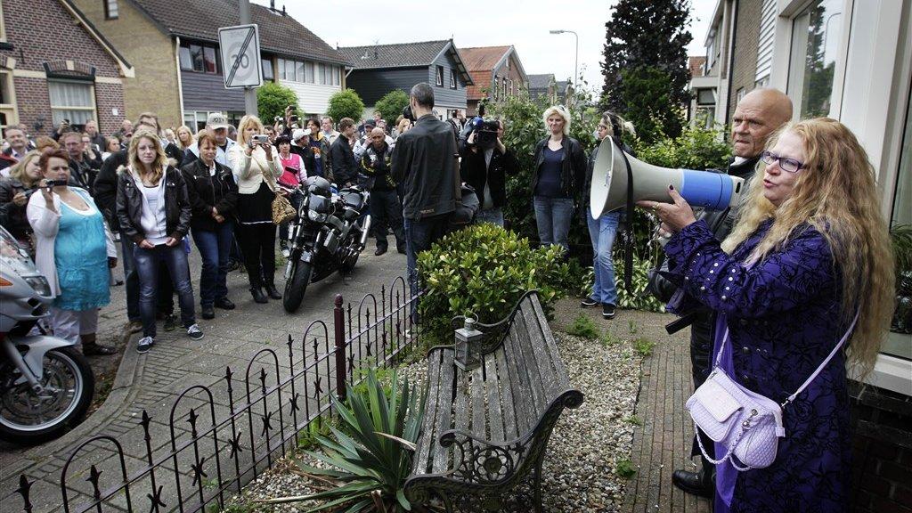 In 2011 protesteerden mensen bij het huis van een bestuurslid van Martijn tegen het bestaan van de vereniging.