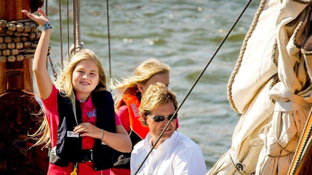 Prinses Amalia (11) vaart op De Groene Draeck tijdens bij Sail Amsterdam.