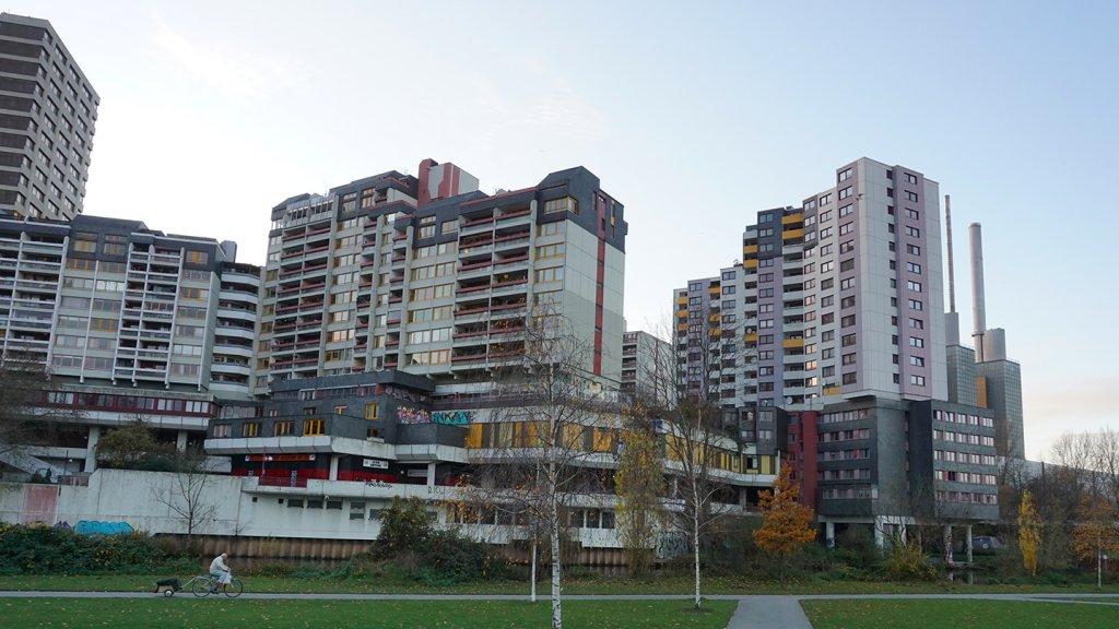 De brutalistische architectuur van Ihme-Zentrum.
