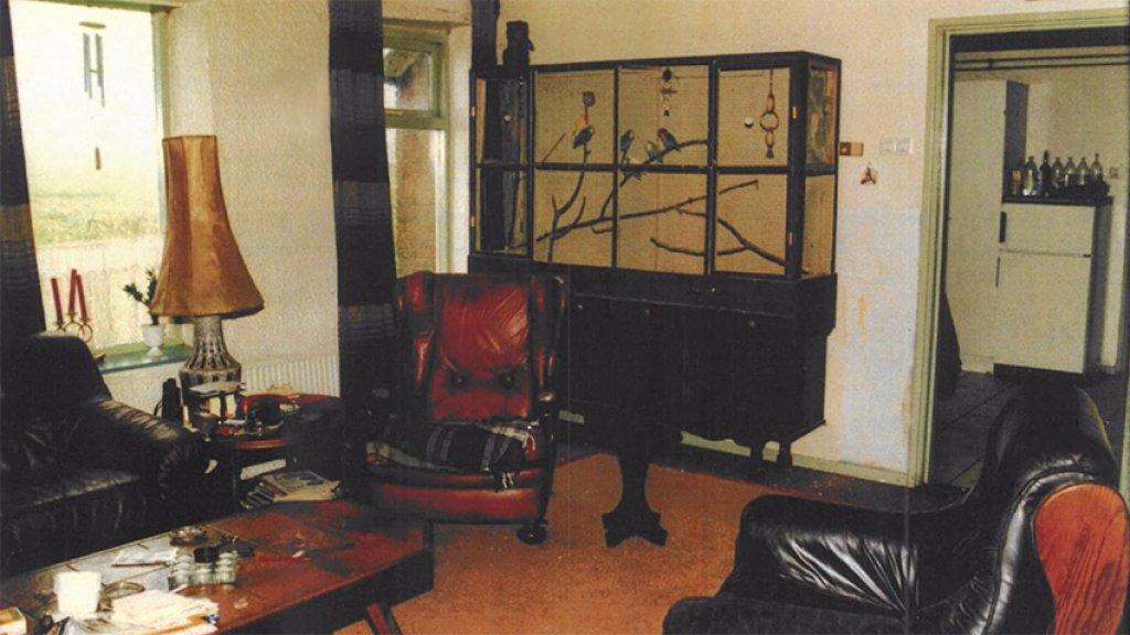 De woonkamer van seriemoordenaar Willem van Eijk.