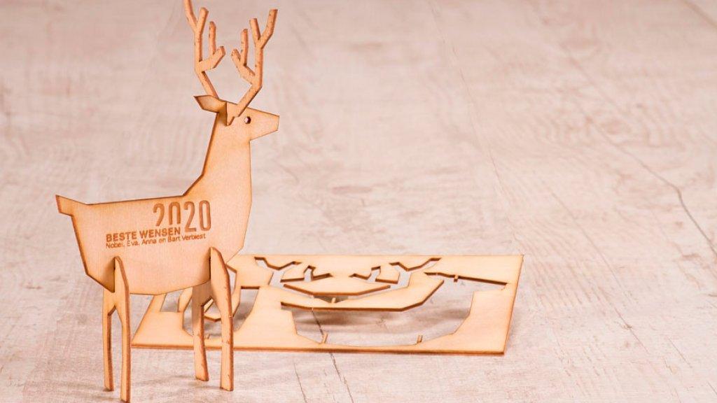 Een houten kerstkaart van Buromac.