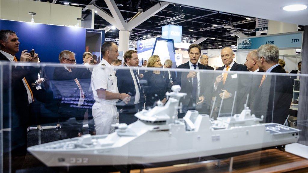 Premier Mark Rutte bezocht in oktober een stand van Damen op een maritieme defensiebeurs in Australië.