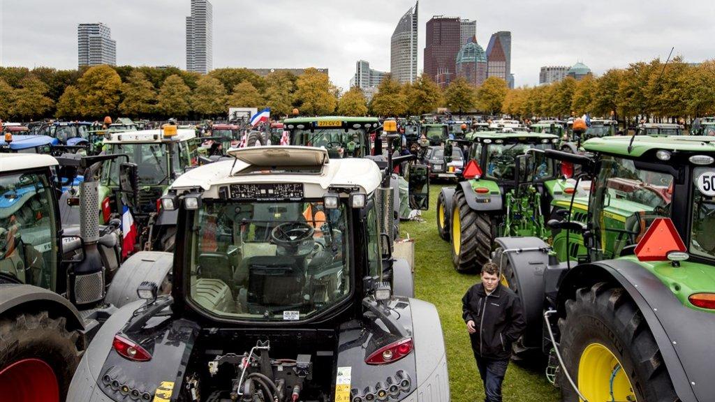 Oktober: boeren demonstreren op het Malieveld in Den Haag.