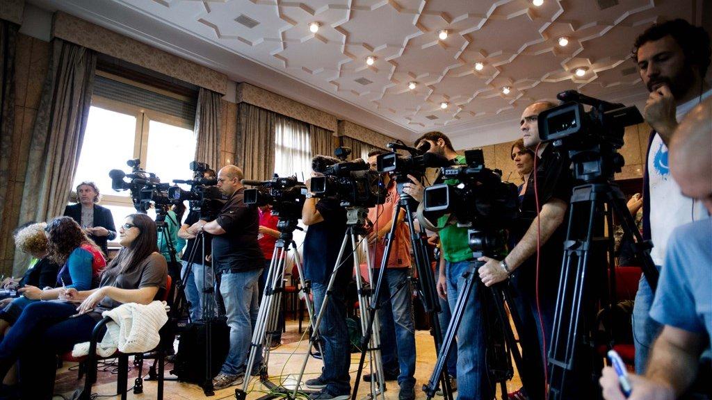 Massale media-aandacht wordt vaak als zeer overweldigend ervaren door families.
