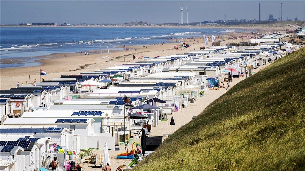 Strandhuisjes op het strand van Zandvoort.
