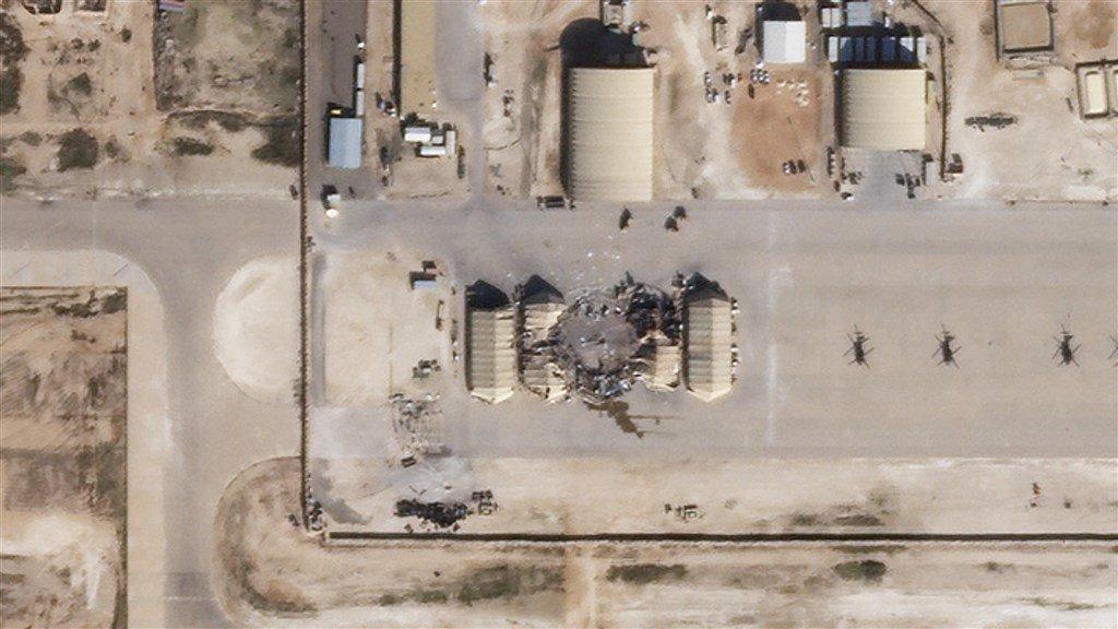De getroffen al-Asad-vliegbasis in Irak.