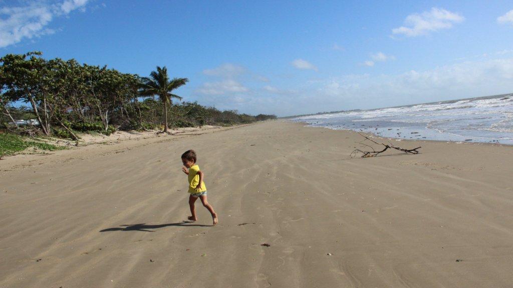 Eric op het strand van Yeppoon (Australië)
