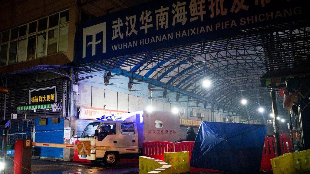 De vismarkt in Wuhan is gesloten en gedesinfecteerd.