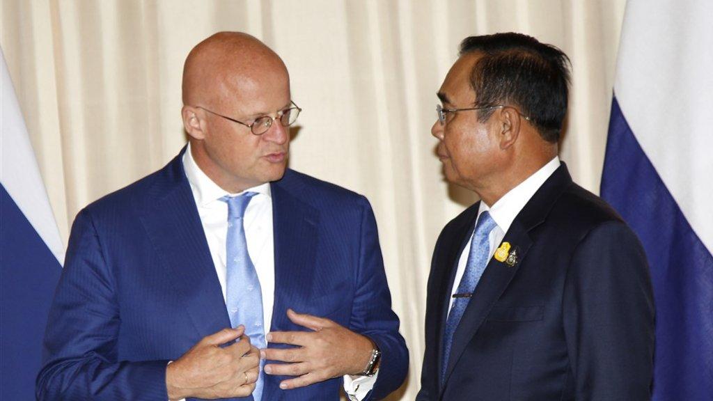Minister Grapperheus in gesprek met Prayut Chan-ocha, de premier van Thailand.