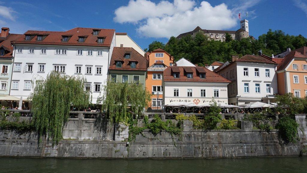 Rivier Ljubljanica met op de achtergrond het kasteel.