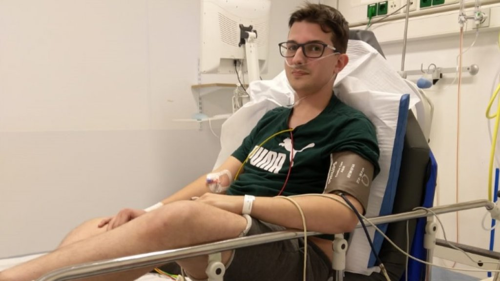 Niels in het ziekenhuis.