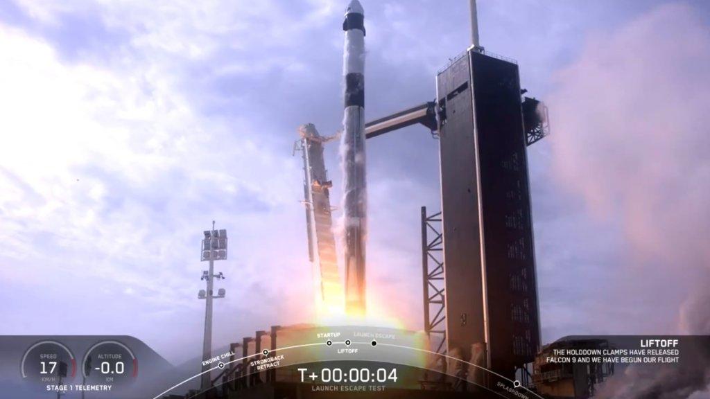 De Falcon 9-raket wordt gelanceerd.