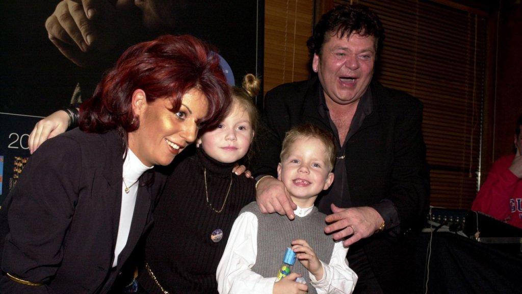 Kleine André met zijn vader, moeder en zus