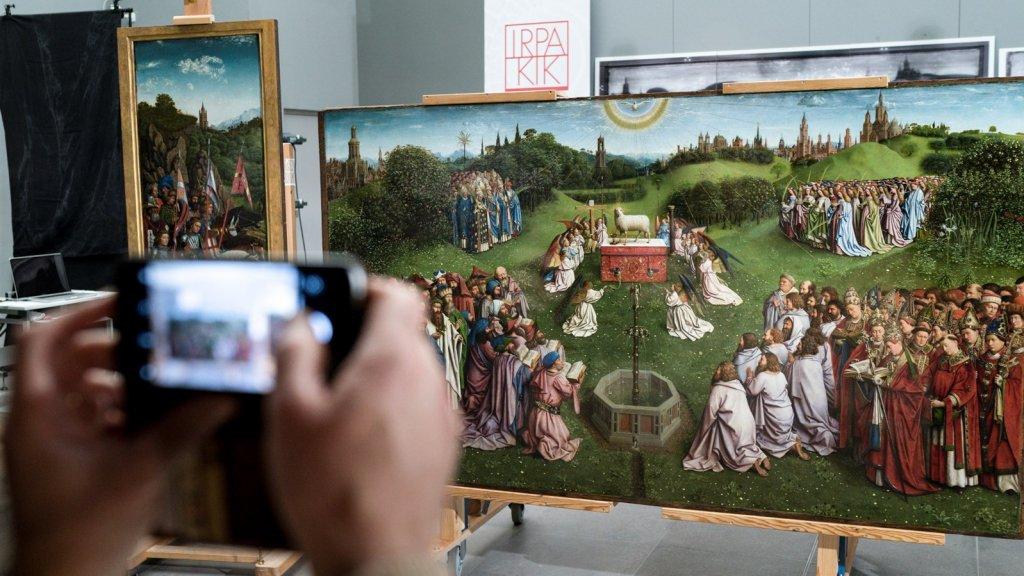 Half december werd het gerestaureerde meesterwerk alvast in kleine kring getoond.