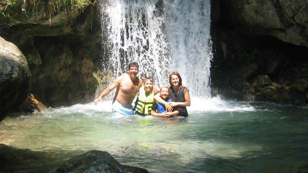 """""""Samen met mijn vader, Marina en mijn zusje op vakantie."""""""