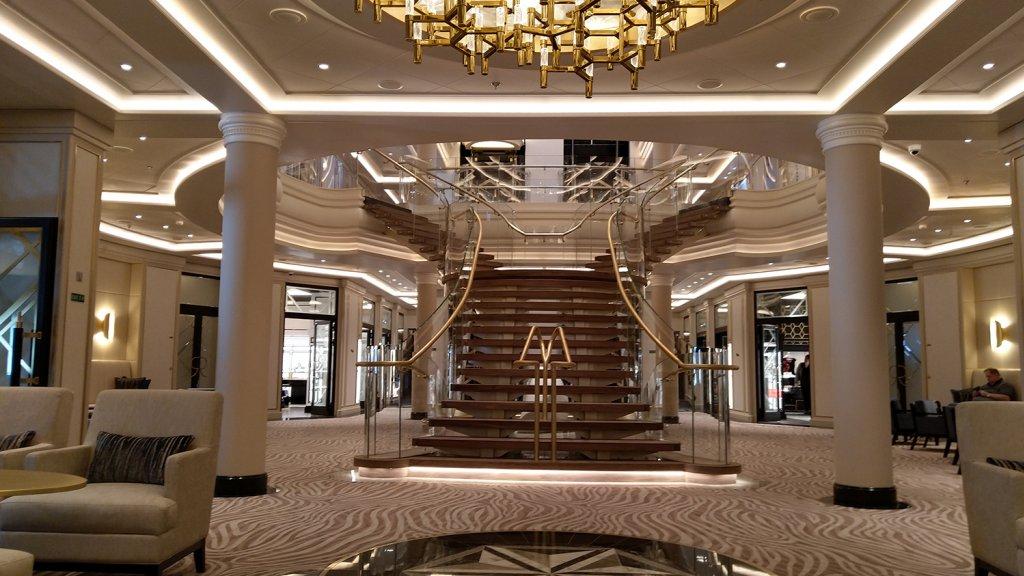 Het luxe interieur van het schip.