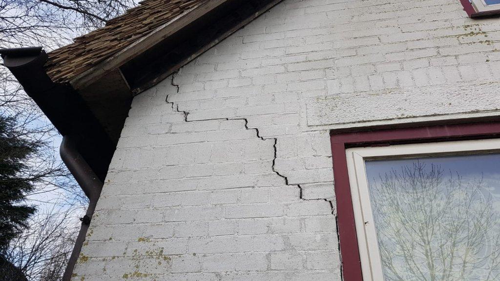 Schade aan het huis van Dhani