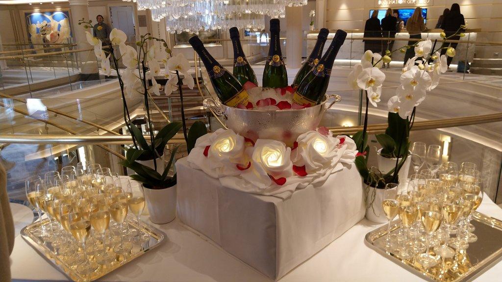 Aan champagne geen gebrek tijdens de cruise.