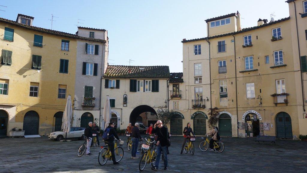 Een fietsexcursie door het Toscaanse stadje Lucca.