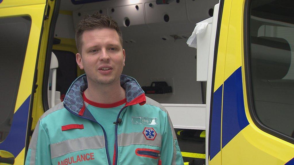 Jack merkt het personeelstekort op de ambulance