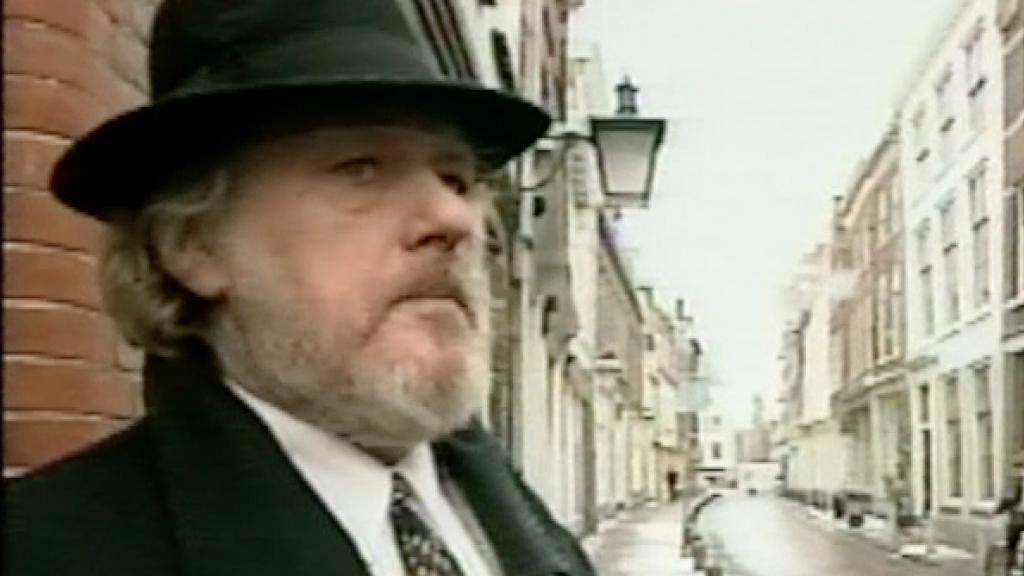 Hans na zijn vrijlating bij een pand waar hij een moord had gepleegd