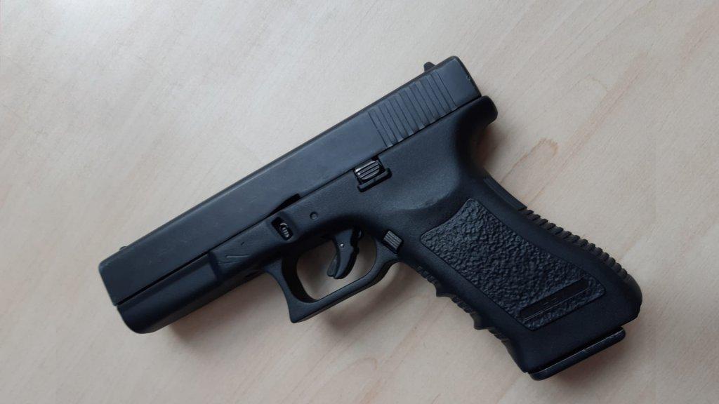 Op één van de scholen trok een leerling onlangs dit doorgeladen vuurwapen