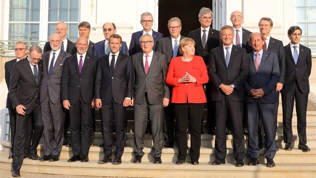 Van Boxmeer (voorste rij links) kwam nog eens ergens, bijvoorbeeld deze conferentie met Merkel, Juncker en Macron en andere ceo's in 2018.