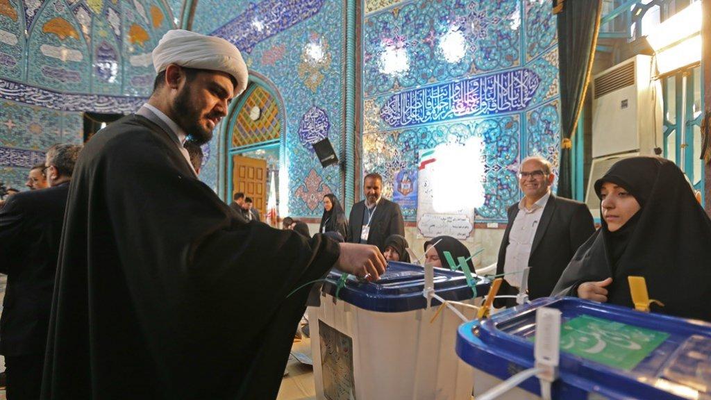De stembussen in Iran zijn geopend.