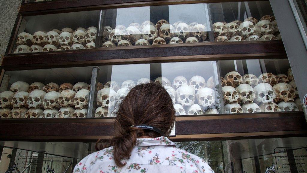 Monument voor de vele slachtoffers van de Rode Khmer bij Phnom Penh.