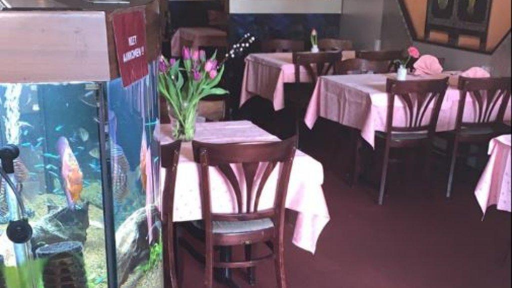 Het lege restaurant van Vivien