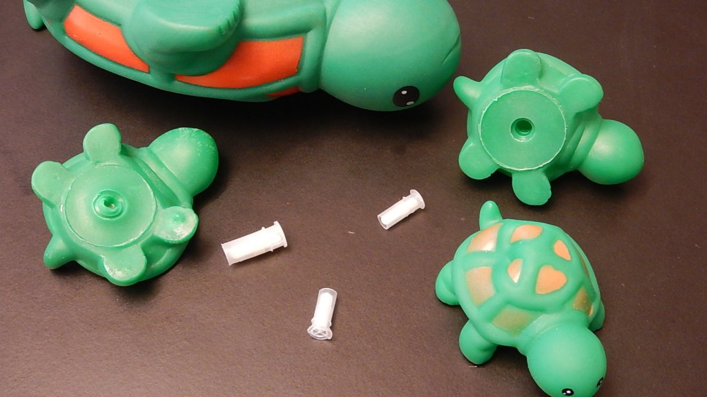 Speelgoed waarvan kleine onderdelen losraakte
