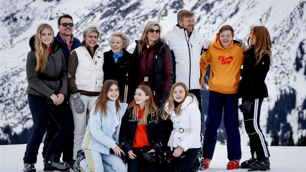 Het fotomoment is een jaarlijkse traditie tijdens de wintersportvakantie van de Oranjes.