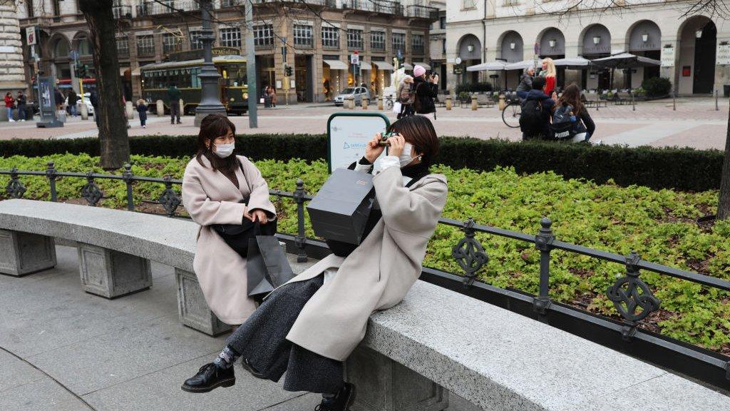 Gewoon een wandeling maken en op een bankje gaan zitten is er nu niet meer bij in Milaan.