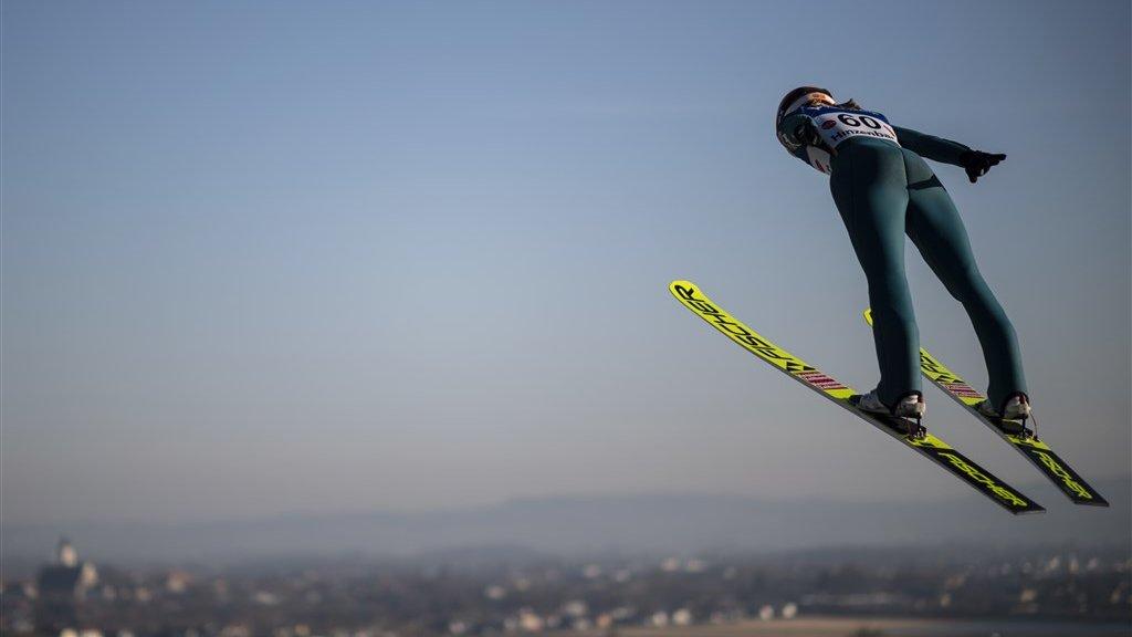 Sara Kramer tijdens een wereldbekerwedstrijd in Hinzenberg, Oostenrijk.