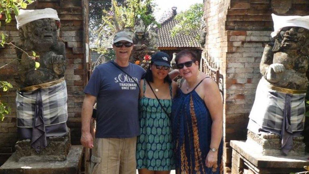 Angela heeft de reis naar Londen geannuleerd. Ze zou er naartoe gaan met haar man en dochter.