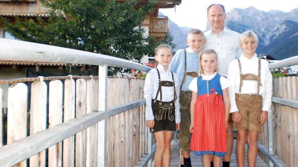 Het gezin Kramer in Oostenrijk, na het overlijden van moeder Anneke.