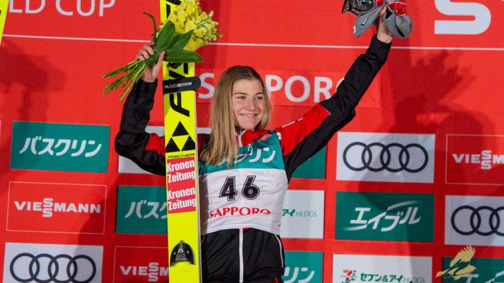 Sara op het podium in Sapporo, eerder dit jaar.