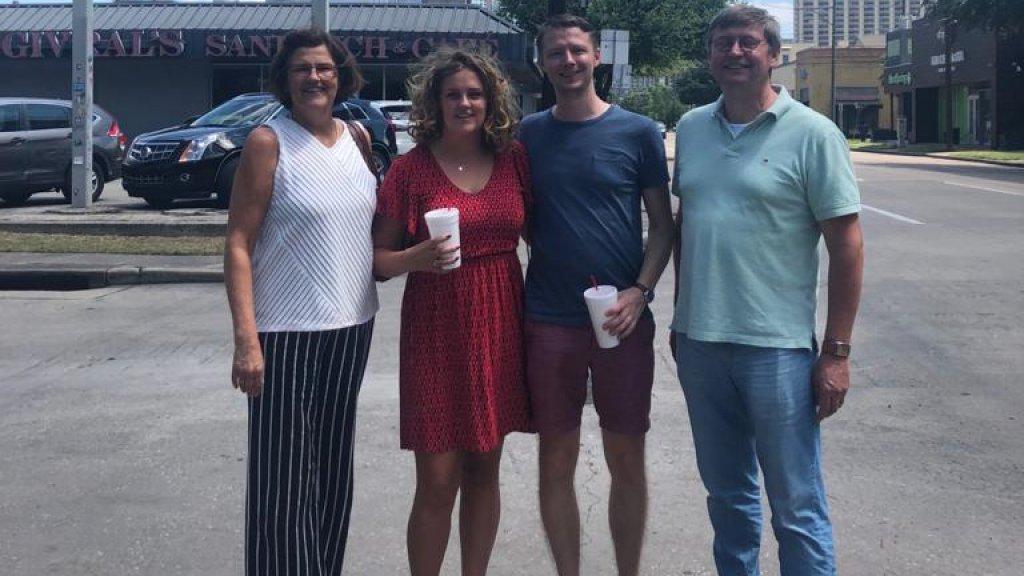 Moeder Inez, Lotte, vriend Simon en vader Peter-Paul