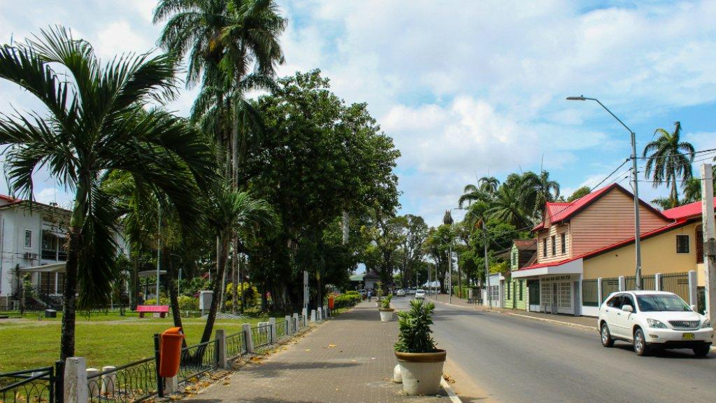 Straatbeeld in Paramaribo